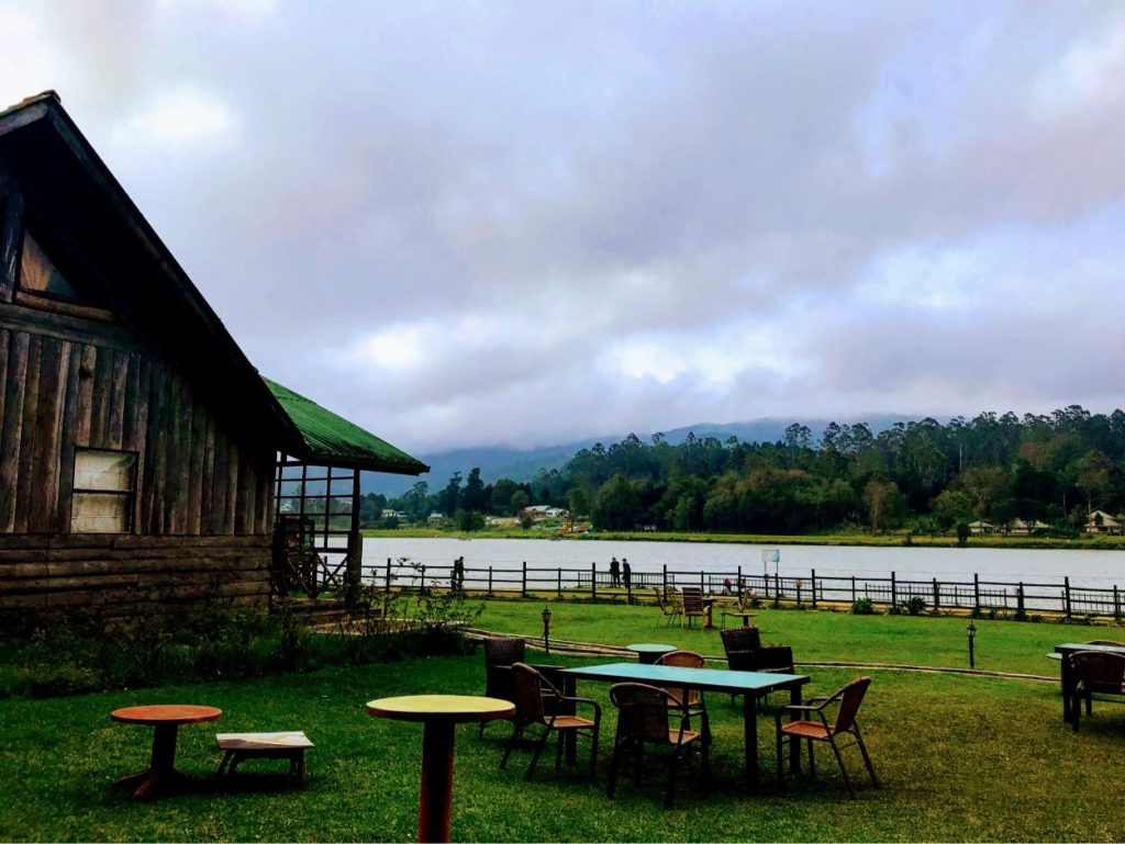 Restaurants next to Lake Gregory, Nuwara Eliya