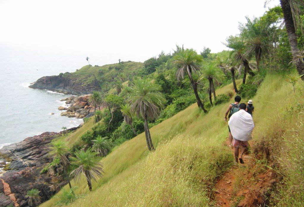 Hiking between the beaches in Gokarna