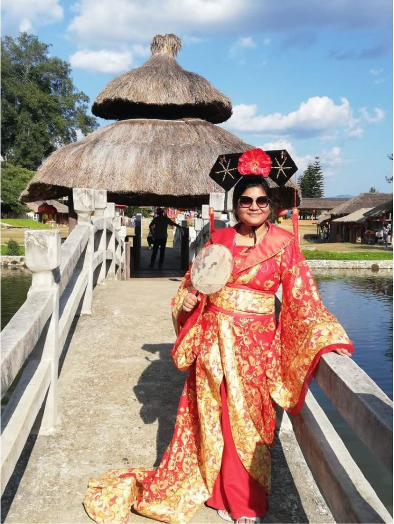 Dressing up in traditional Yunan costume in Pai
