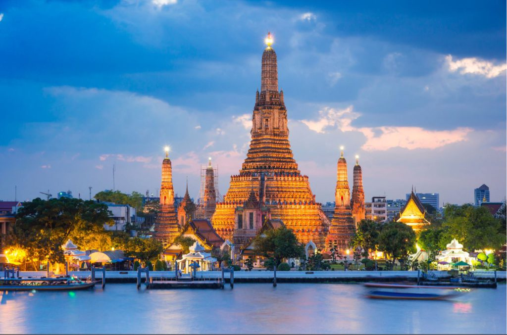 Wat Arun at night