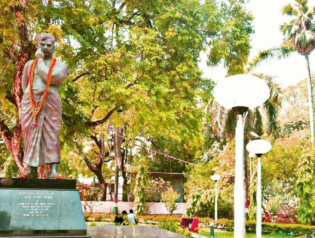 A memorial statue of Chandrashkhar Azad at Alfed Park