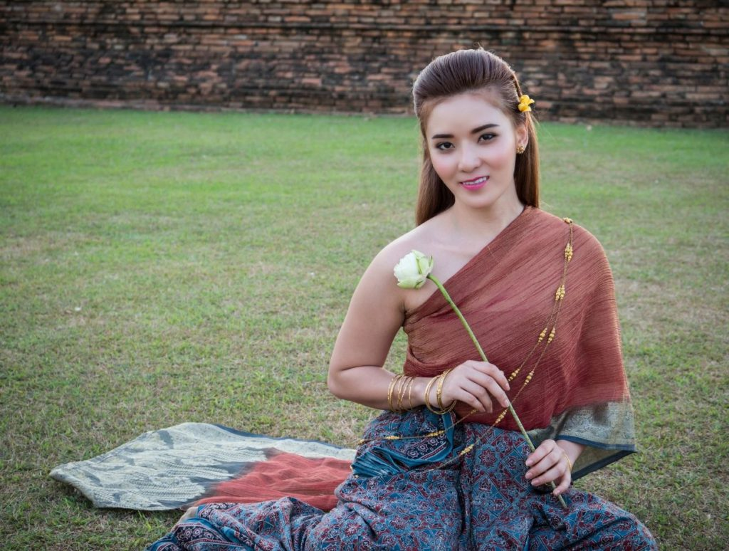 A lady dressed in traditional clothes at Ayutthaya